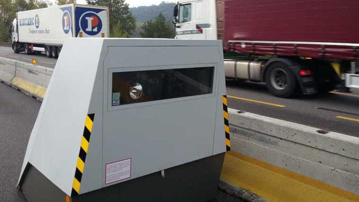 radars autonomes pour zone de chantier radar automatique d pla able. Black Bedroom Furniture Sets. Home Design Ideas